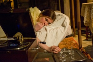 Paul Kubicki's Chicago review of The Glass Menagerie at Steppenwolf