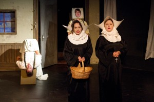 Tony Frankel's Stage and Cinema review of Seanachaí Theatre Company's In Pigeon House in Chicago