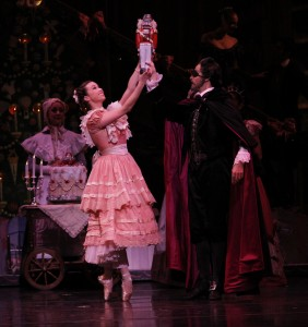 Dan Zeff's Stage and Cinema review of Joffrey's NUTCRACKER in Chicago