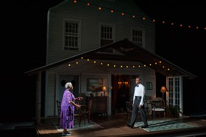"Lawrence Bommer's Stage and Cinema review of ""Head of Passes"" at Steppenwolf, Chicago"