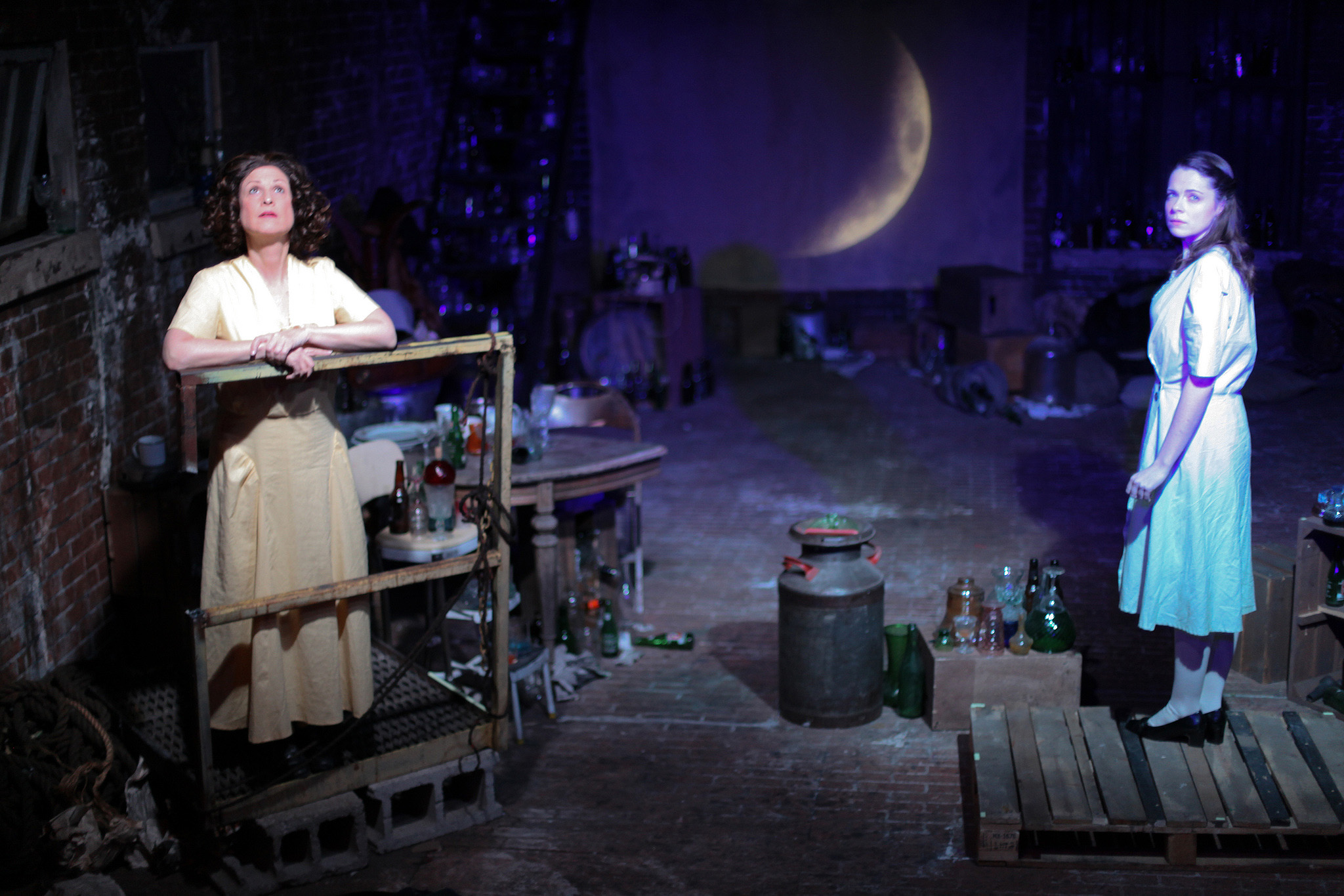 chicago theater review the glass menagerie mary arrchie at lawrence bommer s stage and cinema chicago review of mary arrchie s the glass menagerie