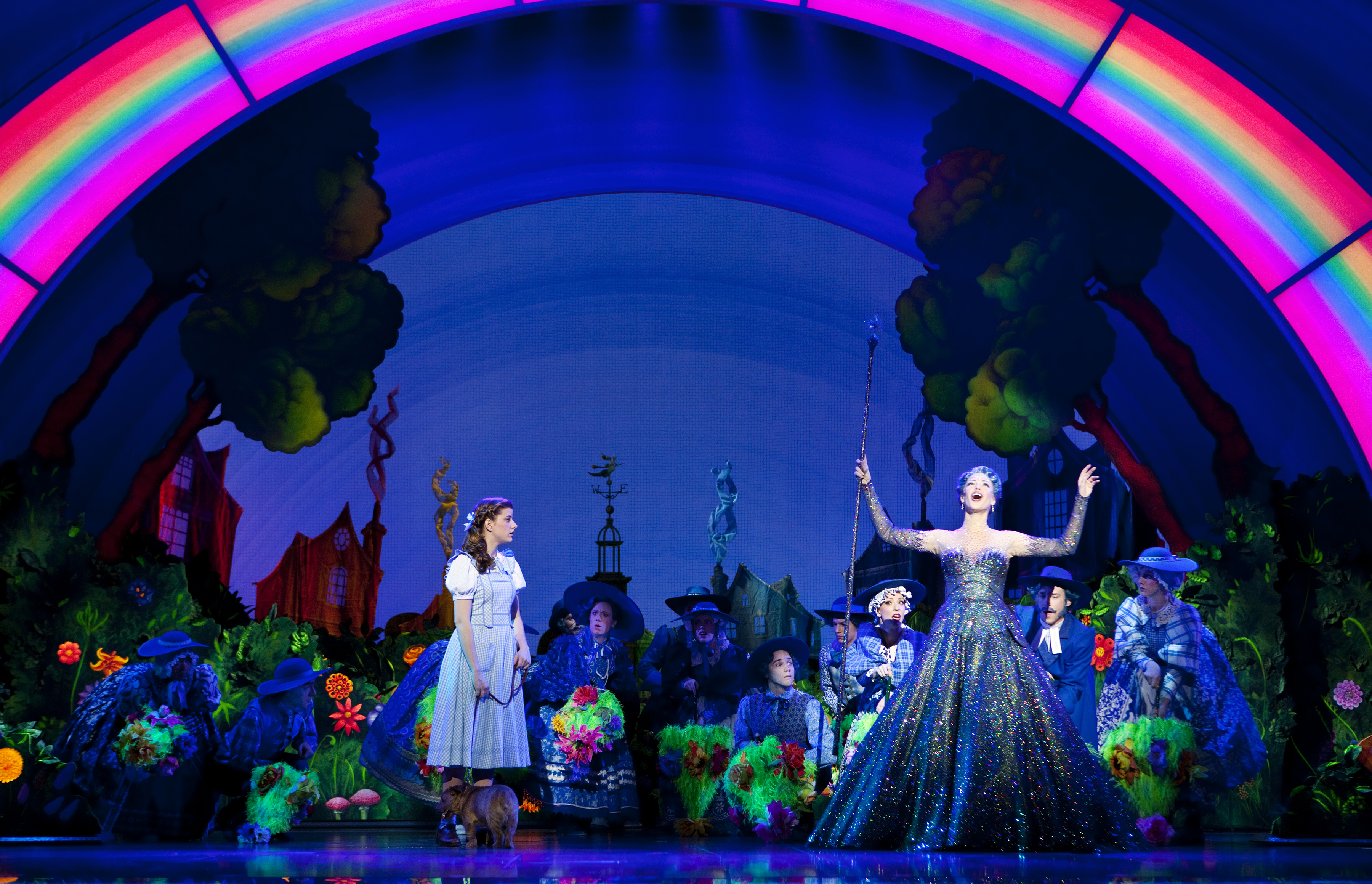 the wizard of oz review Note: cast changes since this review review and what the popular press said about the wizard of oz with danielle hope and michael crawford at the london palladium.