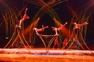 Amaluna Cirque du Soleil, Uneven bars