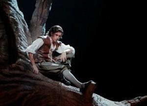 Juan Francisco Gatell as Fenton.