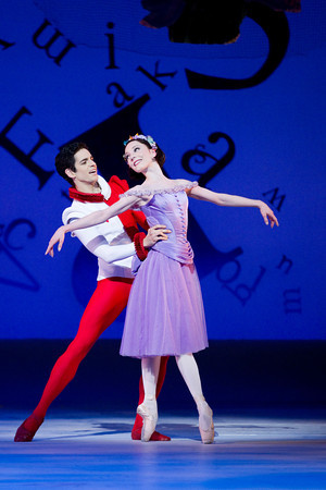 ... leads Sarah Lamb and Federico Bonnelli in The Royal Ballet production of Aliceu0027s Adventures in Wonderland  sc 1 st  Stage and Cinema & London Dance Review: ALICEu0027S ADVENTURES IN WONDERLAND (The Royal Ballet)