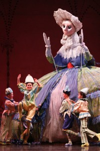 Joffrey Nutcracker - Francis Kane (Mother Ginger) & Childrens Cast, photo by Herbert Migdoll