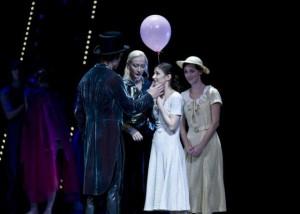 Carsten Jung as Liliom and Alina Cojocaru as Julie in Hamburg Ballett's LILIOM by John Neumeier - Photo by Holger Badekow.