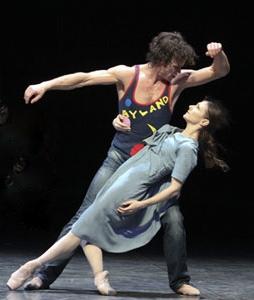 Carsten Jung as Liliom and Alina Cojocaru as Julie in Hamburg Ballett's LILIOM by John Neumeier - Photo by Holger Badekow