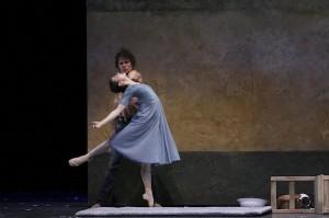 Carsten Jung as Liliom and Alina Cojocaru as Julie in Hamburg Ballett's LILIOM. Photo by Holger Badekow.