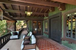 Artemisia-Porch