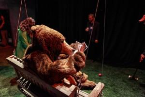 Redmoon'sBellboys,BearsandBaggage(2)-PhotobyAlZayedjpg