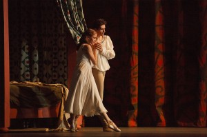 Guillaume Côté and Elena Lobsanova in Romeo and Juliet