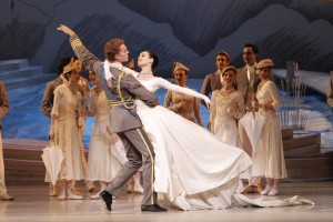 Amber Scott, Adam Bull & Ensemble in The Australian Ballet's SWAN LAKE. Photo by Jeff Busby