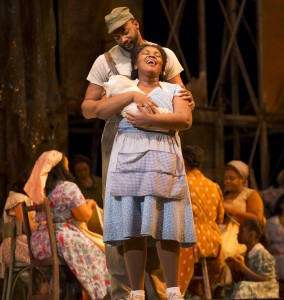 Norman Garrett and Hlengiwe Mkhwanazi in PORGY AND BESS at Lyric Opera of Chicago. Photo by Todd Rosenberg.
