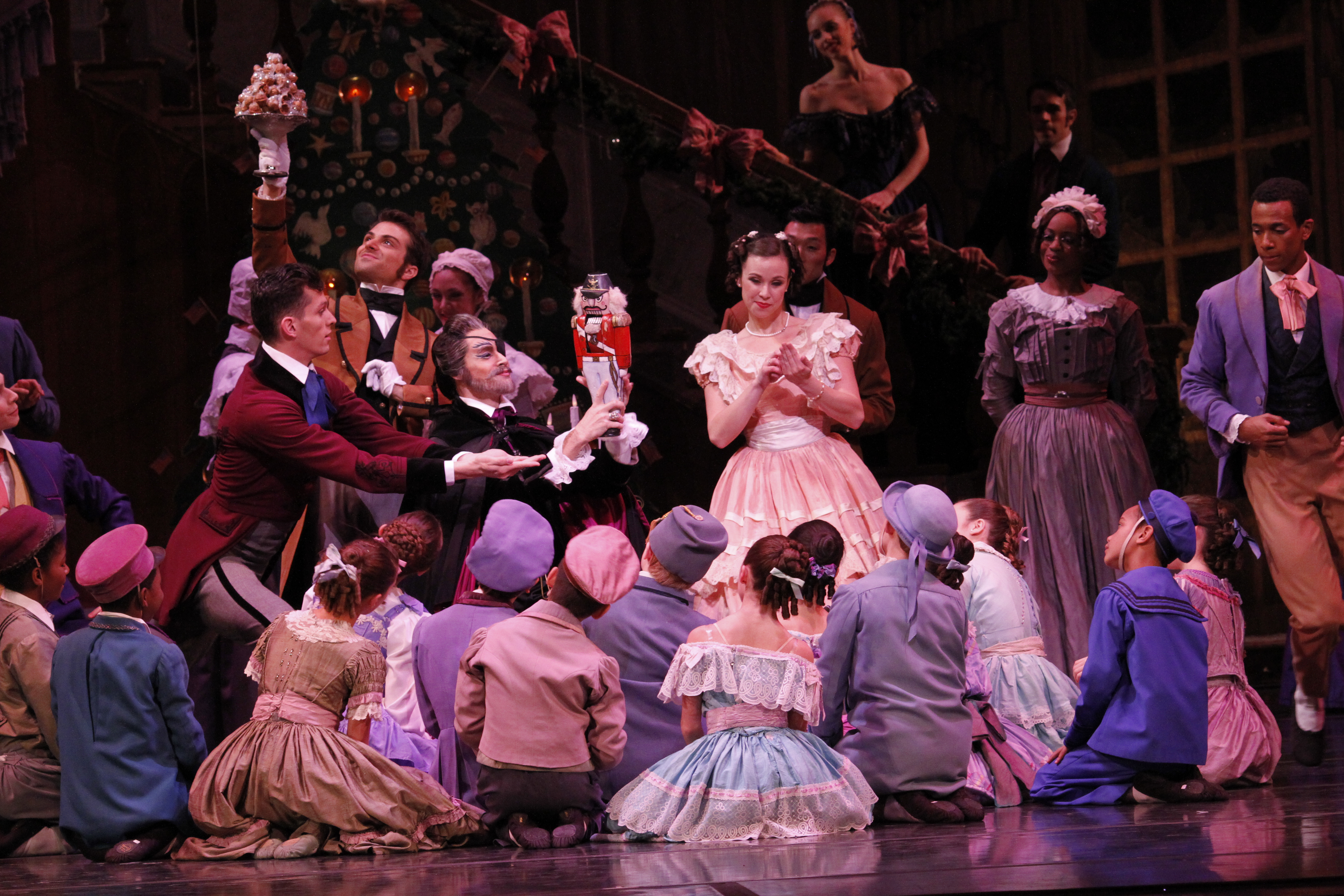 A Nutcracker Christmas Cast.Dance Review The Nutcracker Joffrey Ballet In Chicago