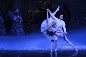 Joffrey - Nutcracker, Victoria Jaiani and Temur Suluashvili as Snow Queen and King - Photo by Herbert Migdoll (2)