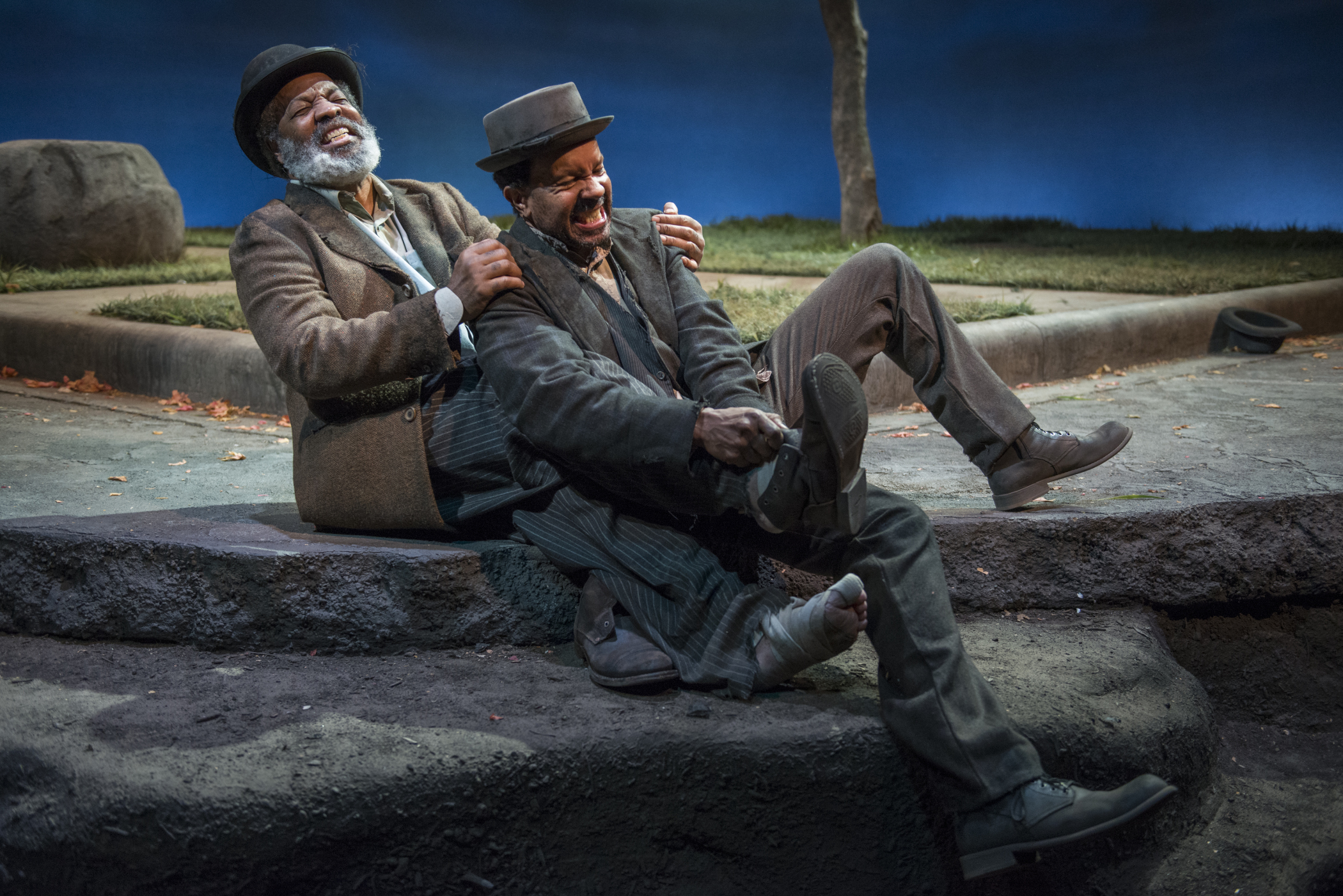 theater review waiting for godot court theatre in chicago alfredwilson allengilmore