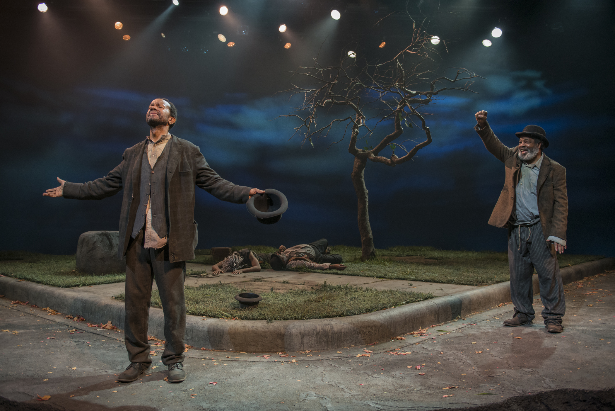 theater review waiting for godot court theatre in chicago allengilmore alfredwilson back anthonyleeirons a c smith