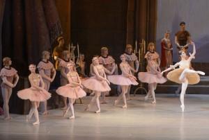 Mariinsky-Ballet_Corps de Ballet Raymonda-by-Valentin-Baranovsky_6
