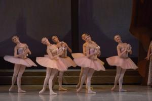Mariinsky-Ballet_Corps de Ballet-Raymonda-by-Valentin-Baranovsky_6