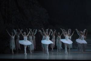Mariinsky-Corps de Ballet-Raymonda-by-Valentin-Baranovsky_6