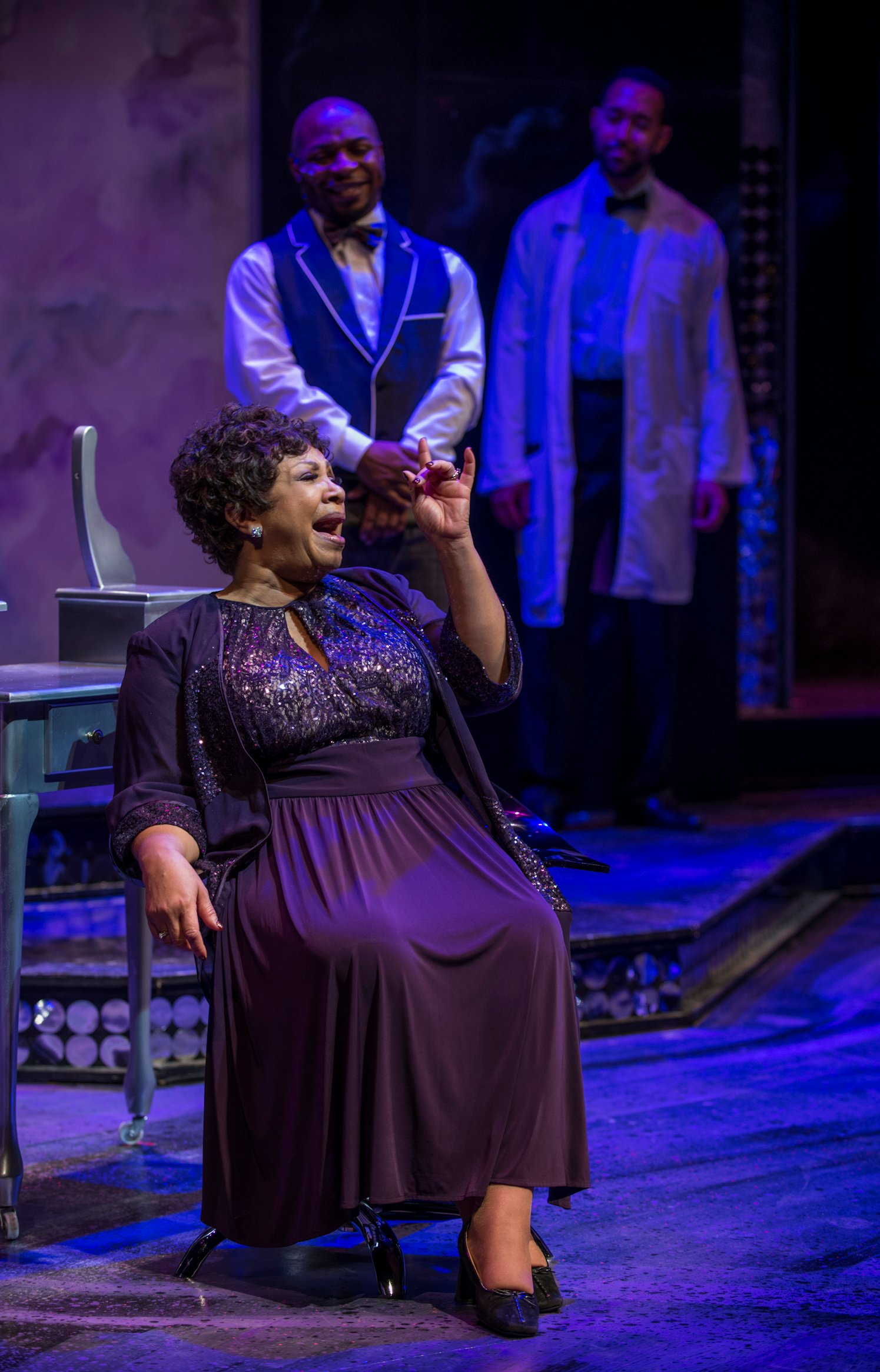 Theater review dynamite divas black ensemble theater in for Michaels chicago woman