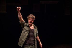 Austin Lesch as Che