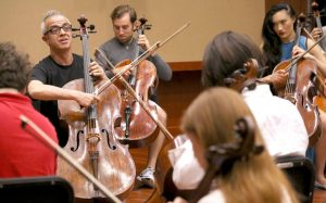 Italian cellist Giovanni Sollima leads a workshop. (Photo by Daniel Anderson-USC)