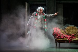 joe-dempsey-in-the-second-citys-twist-your-dickens-at-goodman-theatre