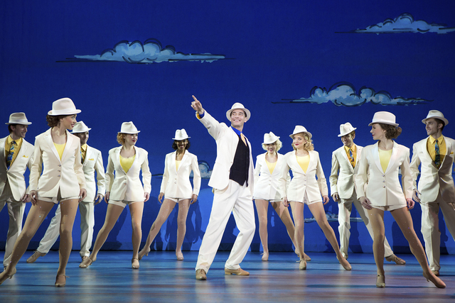 White Christmas Musical.Theater Review Irving Berlin S White Christmas National Tour