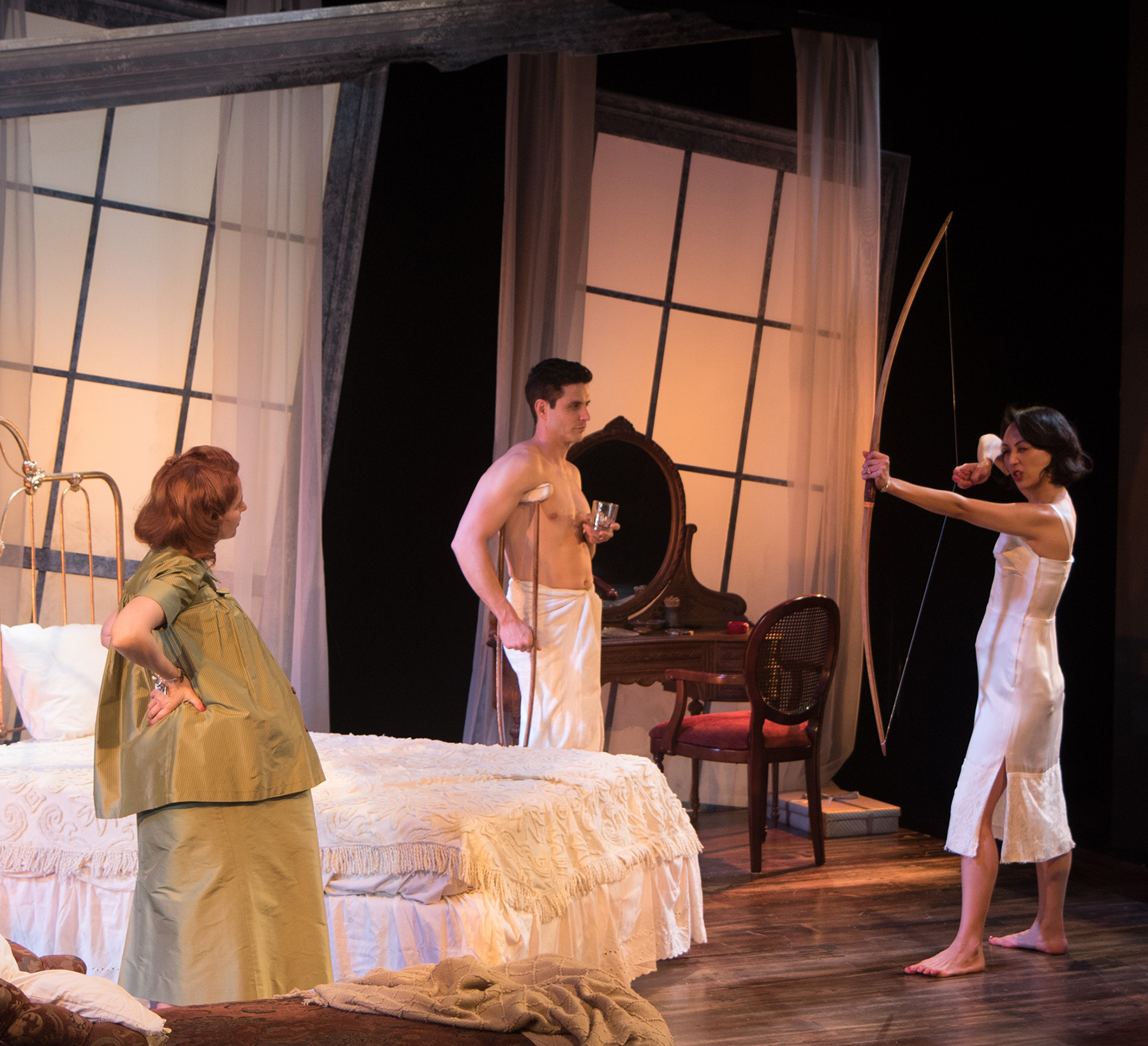 Theater Review Cat On A Hot Tin Roof Antaeus Theatre In