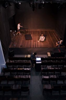 Post image for Extras: WHY STUDENTS SHOULD VISIT THEATRES